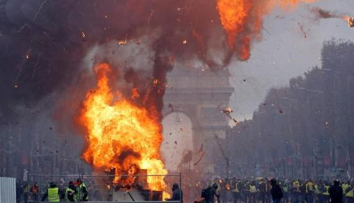 paris fuel riots.jpg